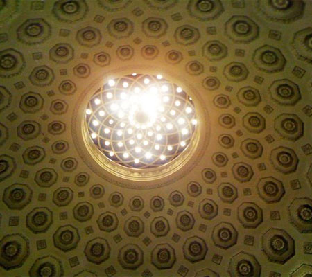 Ceiling, a photo found on the blog from La Vie En Ville